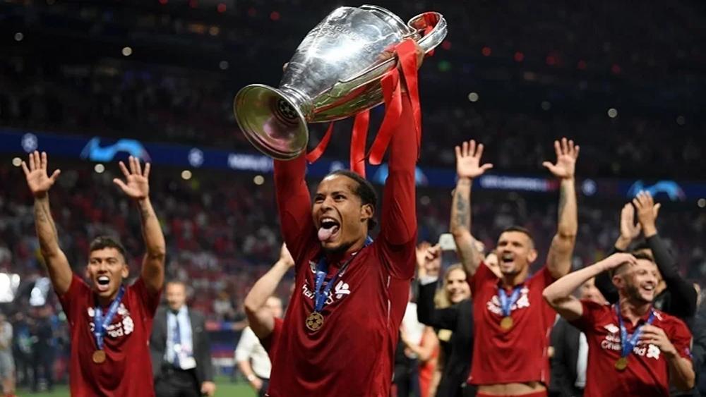 Ronaldo, Messi, Van Dijk được đề cử Quả bóng Vàng